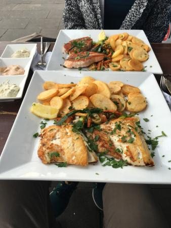 Lachs and Zander with Chips, 3 dips, rosted bread and salad. Cheaper than 20EUR!