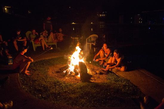 Gravois Mills, MO: Gather around one of two fire pits on the property.