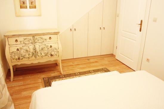 Slatine, Croazia: first floor room