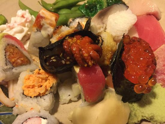 Shinju Japanese Buffet : Каждой по одной:)