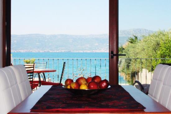 Slatine, Croazia: graund floor dining