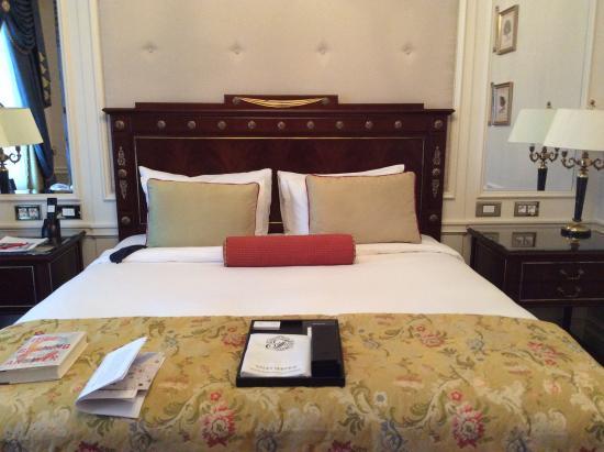 Fairmont Grand Hotel Kyiv: Beautiful bed...