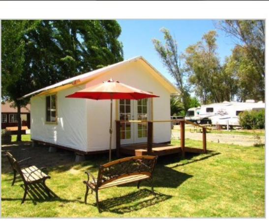 Vineyard RV Park : Stayed in the tent tailor!! Cute getaway for the weekend!