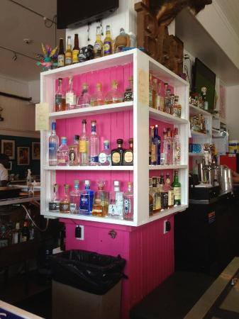 Greenport, État de New York : Bar with lots of great drinks.