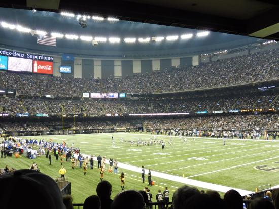 Entrada dos times picture of mercedes benz superdome for Hotels near mercedes benz stadium new orleans