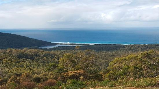 Freycinet Eco Retreat: Daytime view from the cabin deck