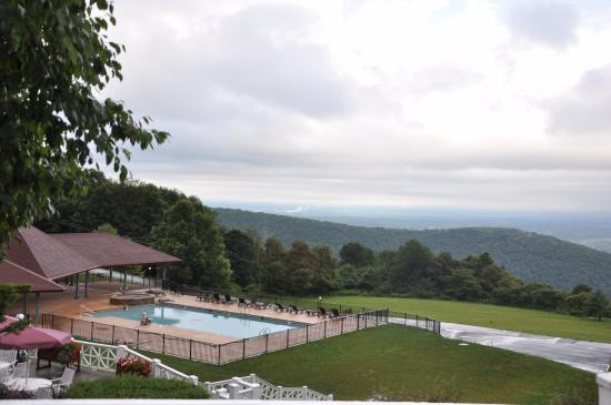 view over the pool picture of historic summit inn. Black Bedroom Furniture Sets. Home Design Ideas