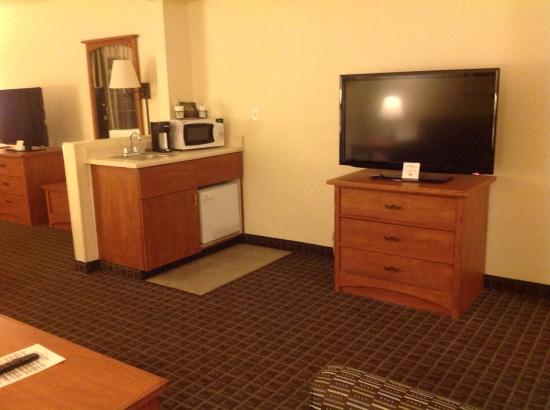 Gold Dust West Carson City: Wet Bar/TV/Dresser