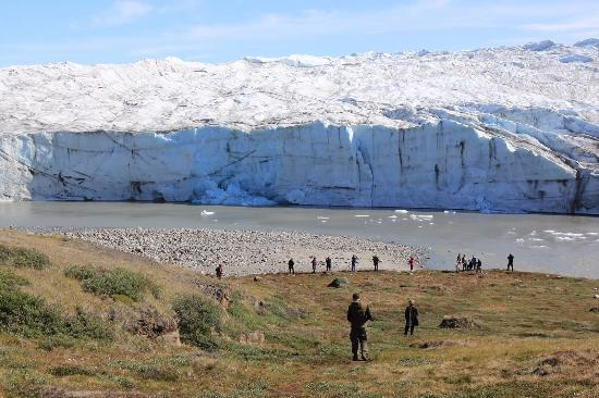 World of Greenland Arctic Circle - Day Tours: A glacier and glacial lake is a great photo op along the route to the ice cap