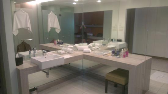 Capri By Fraser, Kuala Lumpur / Malaysia: Studio Deluxe Open Concept  Bathroom