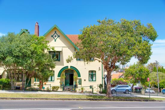 Neutral Bay Motor Lodge: Front of Lodge