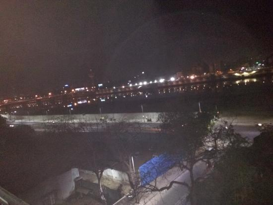 Cama Hotel: Its a night view from my room