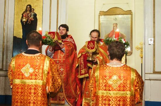 Kuzmichi, Russie: служба в Храме