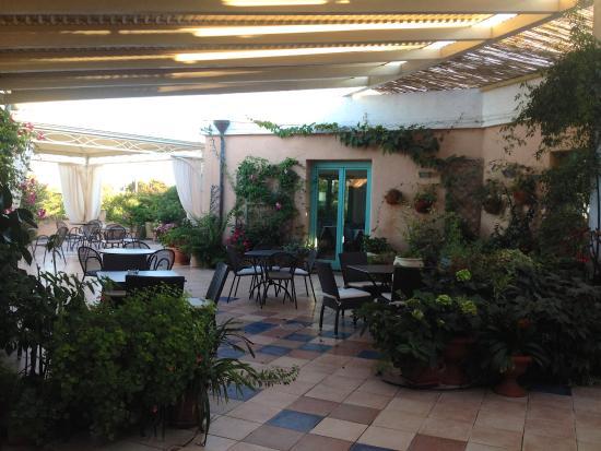 Park Hotel Asinara : Magnifique terrasse de l'hôtel où boire un verre