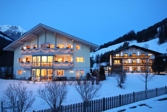 Appartement Hotel Erlhof: Hotelansicht Winter