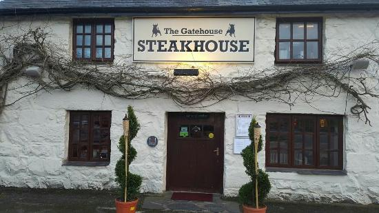 The Gatehouse Steakhouse: I was there on opening night lovely place was packed with ppl new owners very good service nice
