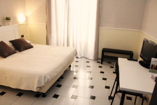Luna Rossa Hotel : camera nuova ristrutturata