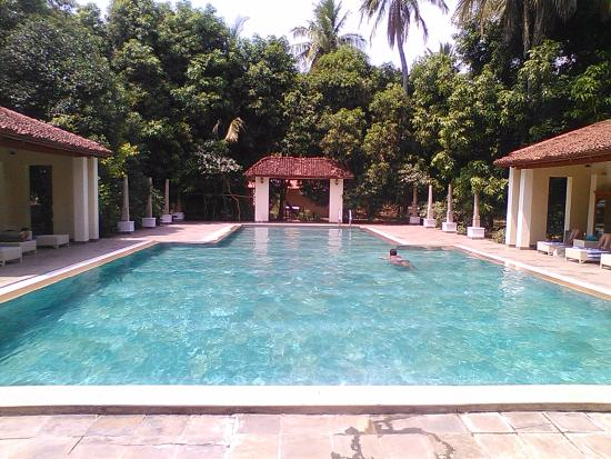 A visit to a clean agraharam(brahmin settlement) - Review of Mantra
