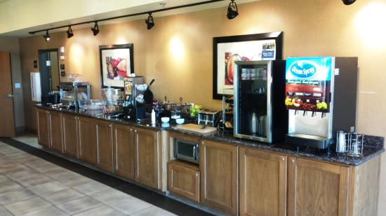 BEST WESTERN PLUS Christopher Inn & Suites: Breakfast bar