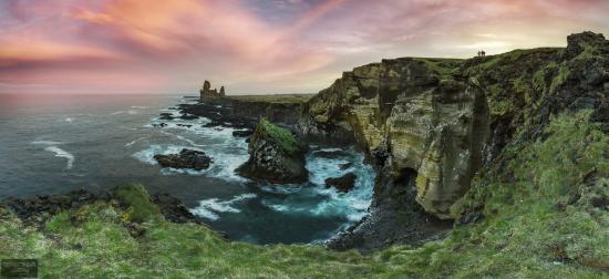 Hellnar, Islandia: A sunset by the cliffs