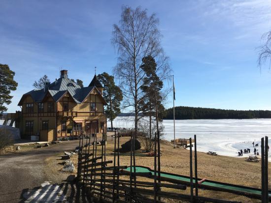 Framby Udde: Främby udde ligger vackert vid sjön Runn i Falun