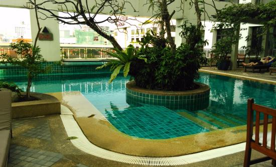 Selfie picture of avani atrium bangkok bangkok for Swimming pools bei obi