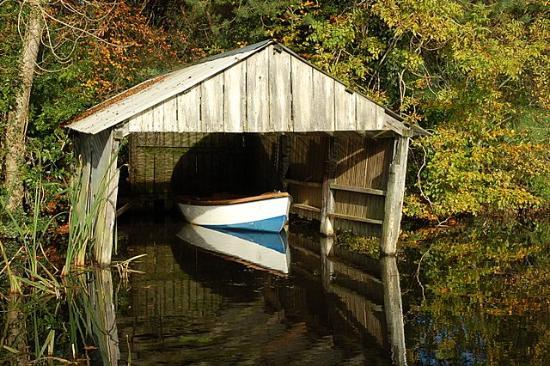 Blessingbourne Apartments: Lake for fishing
