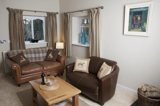 Blessingbourne Apartments: Gate Lodge Living Room