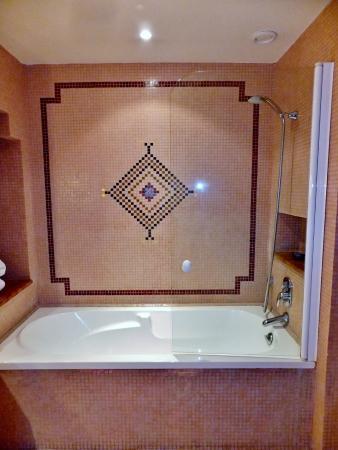 Atlas Medina & Spa: Combined Bath & Shower