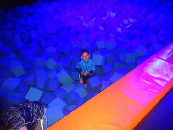 Urban Air Trampoline Park : Pit area