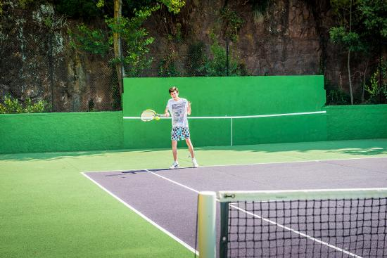 terrain de tennis n 1 photo de esterel caravaning agay tripadvisor. Black Bedroom Furniture Sets. Home Design Ideas