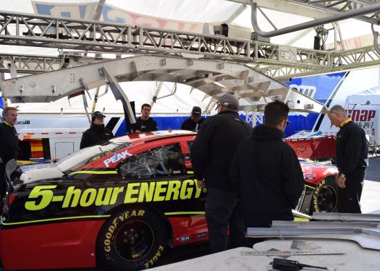 Martinsville, Вирджиния: Pre-race inspection