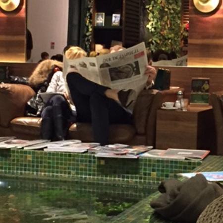 Comodi divani dove leggere il giornale picture of for Divani comodi