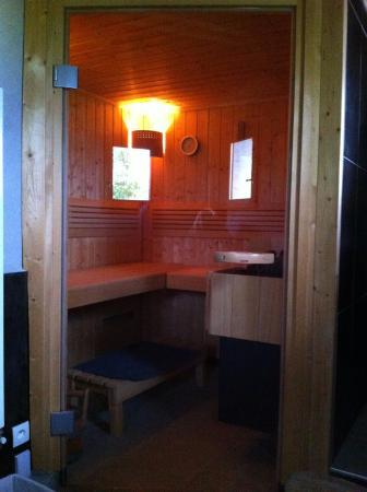 La Fernande: Le sauna tant apprécié après des heures de voyage en moto