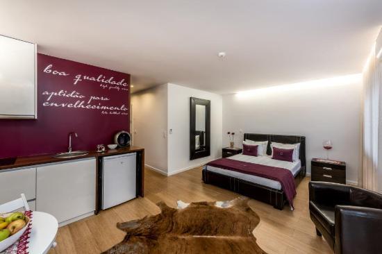 Lounge Inn Guest House & Apartments