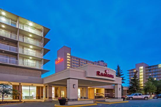 Ramada Edmonton Hotel & Conference Centre: Hotel Entrance