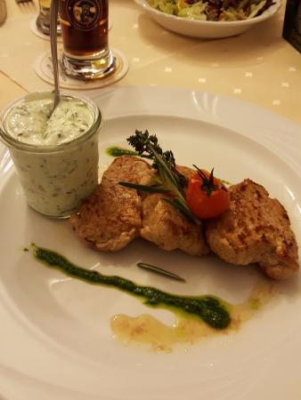 Wald-Michelbach, เยอรมนี: Pork with a garlic blue cheese sauce. Amazing!