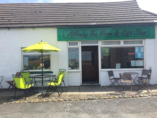 Allonby, UK: Front of cafe