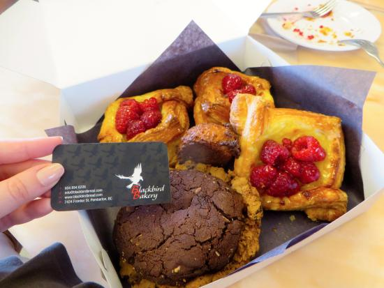 Pemberton, Canadá: Our box full of pastries