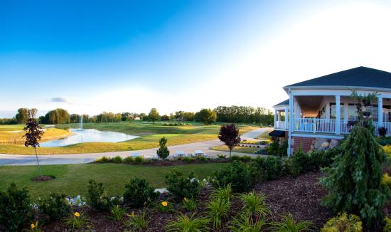 Canfield, OH: Kennsington Grille & Clubhouse overlooking the Golf Course