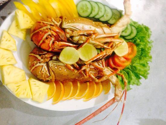 Puttalam, Sri Lanka: Boiled lobster