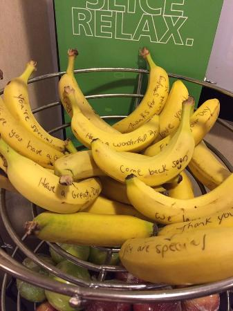 Hampton Inn Elizabeth City: Daily affirmations hand-written on the breakfast fruit?!? This place is BANANAS!