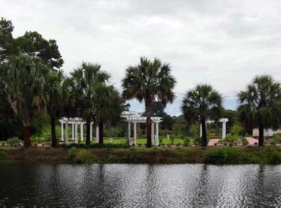 The Sign Off Of Us 17 Coastal Highway Foto Di Coastal Georgia Botanical Gardens Savannah