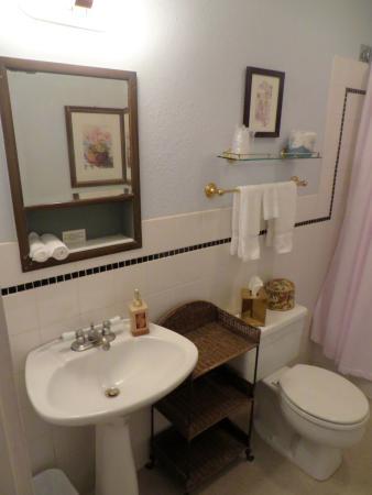 Inn on the River: Charming bathroom