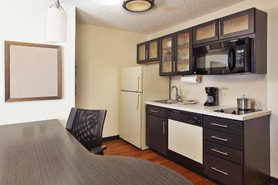 Candlewood Suites Huntsville: One Bedroom Suite