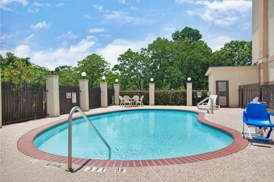 Super 8 Iah West/Greenspoint: Outdoor Pool