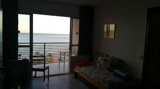 Apartamentos El Faro: 20160401_185950_large.jpg