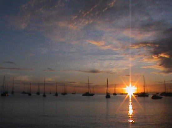 Localize: couché de soleil vu de la plage privé de la location
