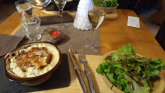 Villard-sur-Doron, Fransa: Croziflette Extra avec du champagne a prix démocratique !