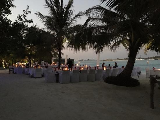 Atolón sur de Malé: Essen direkt am Strand